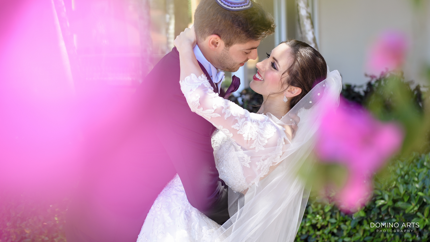 Fun and romantic wedding couple pictures at Trump national Doral in South Florida