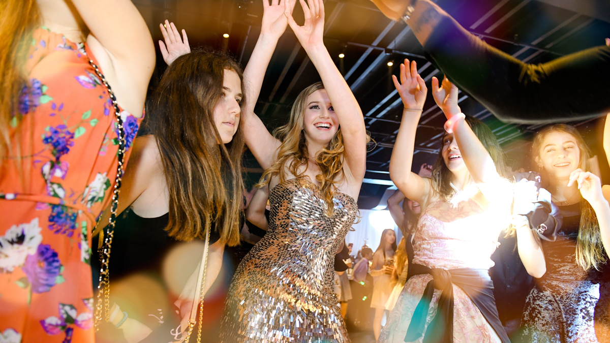fun dancing party pictures and best entertainment at quince mitzvah at gallery of amazing things