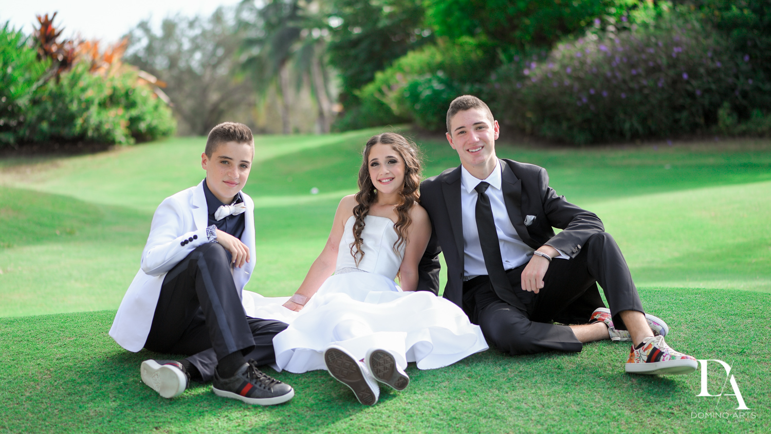Family kids portraits at Luxury B'Nai Mitzvah at Woodfield Country Club by Domino Arts Photography