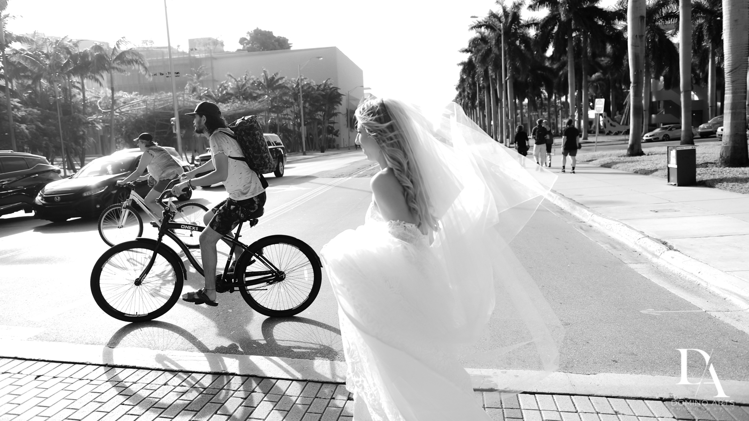 B&W Journalistic photos at Tropical Luxury Jewish Wedding in Miami Beach by Domino Arts Photography