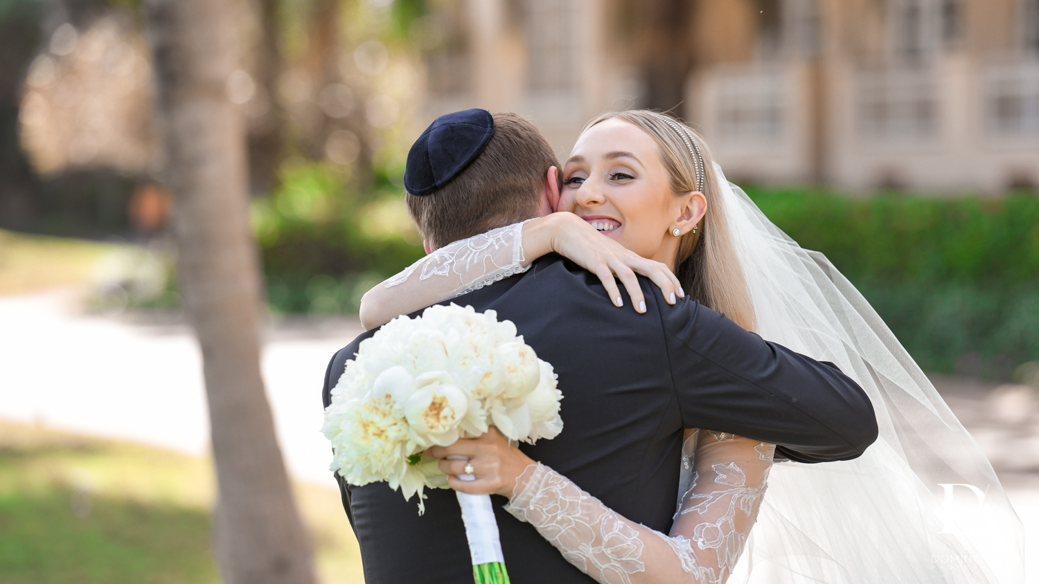 romantic hug at aventura turnberry wedding by domino arts photography