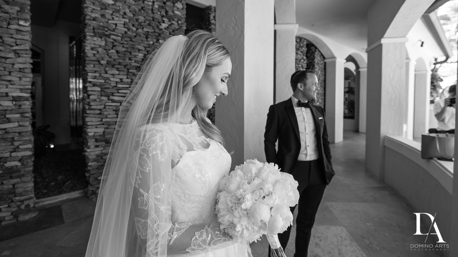 B&W wedding photos at aventura turnberry by domino arts