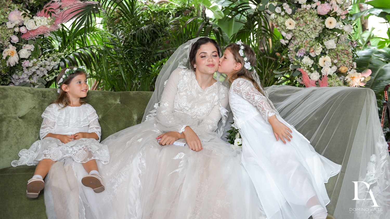 flower girl at Jewish Orthodox Wedding in Palm Beach by Domino Arts Photography